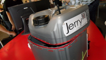 http://techethique.blog.youphil.com/archive/2012/01/06/jerry-l-ordinateur-en-jerrycan.html